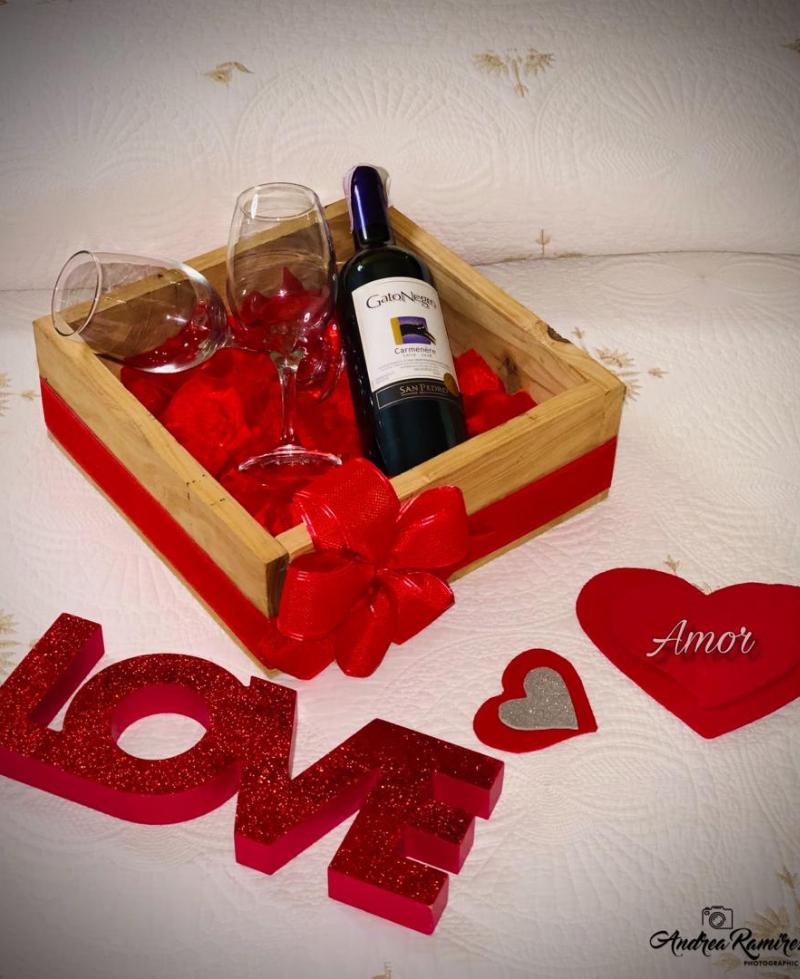 detalle para pareja canasta de vino