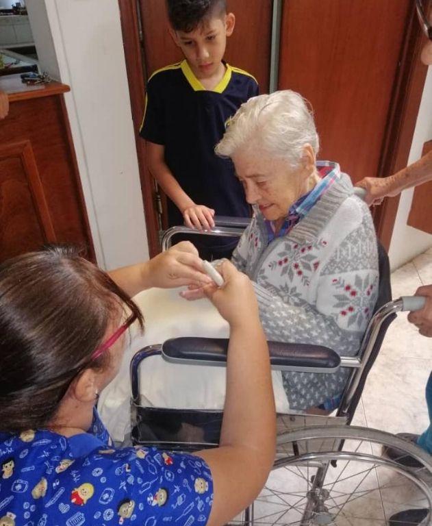 tratamiento para adulto mayor en silla de ruedas