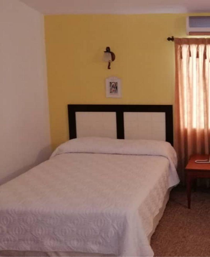 amplia habitación familiar fátima con aire acondicionado posada